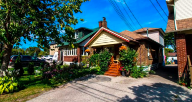 $910,000 in the Danforth, $865,000 in Mimico: What these houses got – Toronto Star
