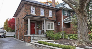 $945,000 in The Danforth, $1.94 million in Chaplin Estates: What these houses got – Toronto Star