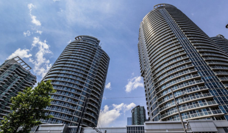 $795,000 in Harbourfront, $330,000 in Mississauga: What these condos got – Toronto Star