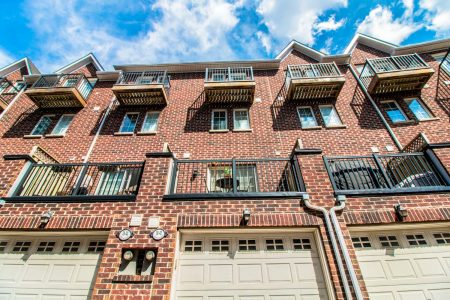 99TheQueensway42_030