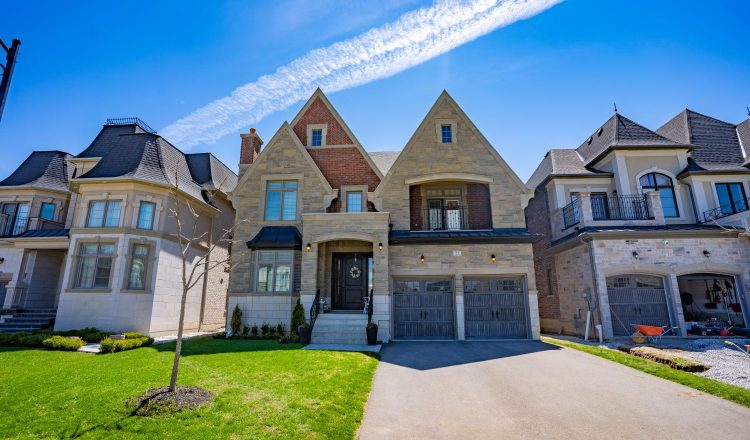 From a $3.985 million, 4+1 bedroom detached in Toronto's Cricket Club neighbourhood, to a $729,900, 3+1 bungalow in Port Perry, these homes are having online Open Houses